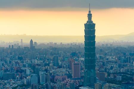 台北市の霧の霧で日没までの空撮 写真素材 - 51268064