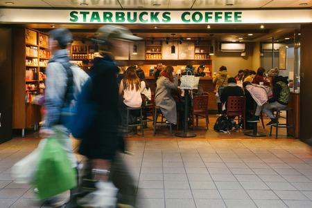 台北駅フロント地下鉄モールでスターバックスのコーヒー ショップ。台湾で最も人気のあるコーヒー ショップです。