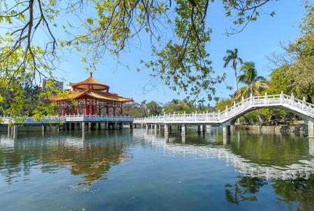 台南、台湾の美しい湖のある公園 写真素材