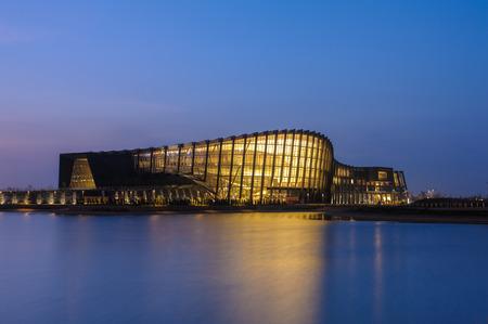 台湾の国立故宮博物院南部別院の夜景 報道画像
