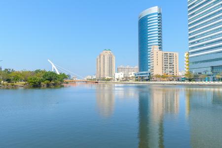 台南運河と都市のスカイラインの風景 写真素材