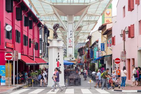 チャイナタウン駅の出口。チャイナタウンは、はっきりと中国の文化的な要素を備えた民族地区です。