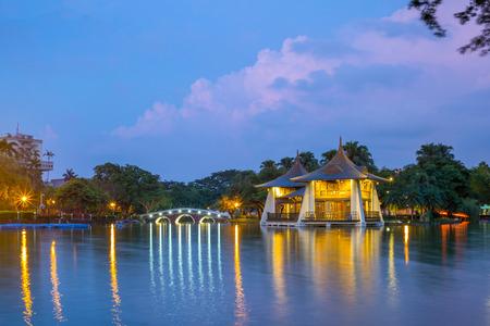 湖で台中公園パビリオン 写真素材