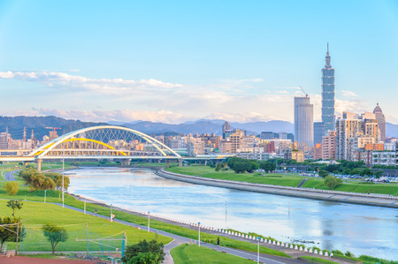 skyline of the taipei city by the river 報道画像
