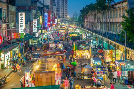 Jhongli Xinming Night Market, l'un des meilleurs marchés de nuit à Taiwan, offrant plus de 580 magasins et magasins Banque d'images - 69196430