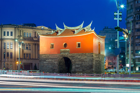night view of cheng-en gate, the northern gate of old taipei city Foto de archivo