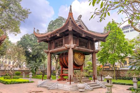 drum tower in Temple of Literature, Hanoi, Vietnam 版權商用圖片