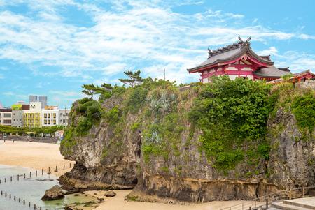 沖縄にある波の上神社の風景は、日本