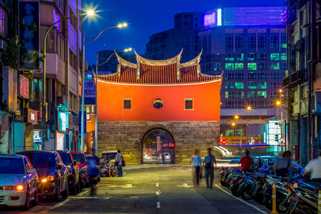 night view of cheng-en gate, the northern gate of old taipei city Banque d'images