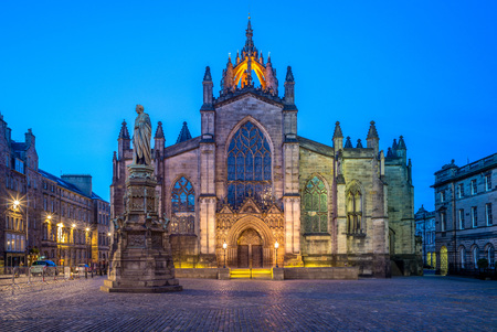 nacht uitzicht op St Giles Cathedral in Edinburgh