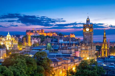 Luftaufnahme von Calton Hill, Edinburgh, Großbritannien Standard-Bild