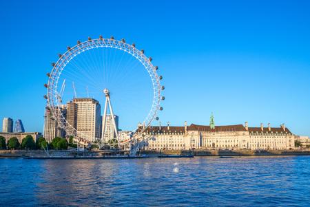sponda del fiume Tamigi a Londra
