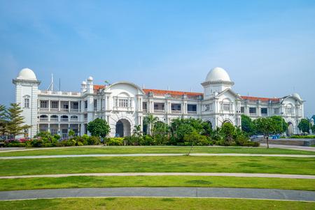 facade of Ipoh railway station in ipoh 版權商用圖片 - 109301262