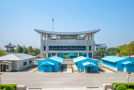 Panmunjeom, also known as the 38th Parallel, DMZ Imagens - 122442524