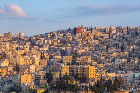 Horizon d'Amman, capitale de la Jordanie, au crépuscule Banque d'images