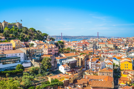 skyline of lisbon and saint george castle 報道画像