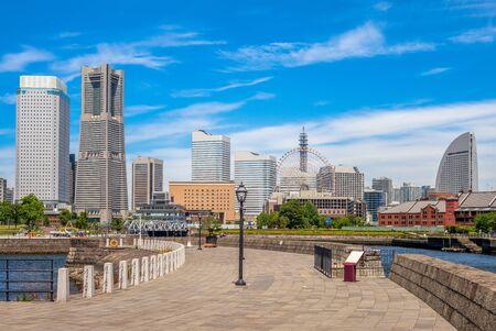 Landschaft des Hafens von Yokohama auf der Zounohana-Terrasse