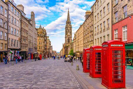 Vista de la calle de Edimburgo, Escocia, Reino Unido Foto de archivo