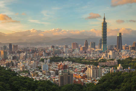 Panoramic view of Taipei City in taiwan at dusk 新聞圖片