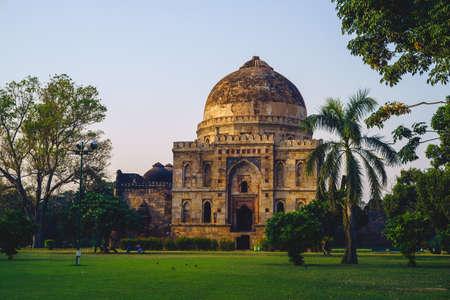 Bara Gumbad at lodi garden in delhi, india at dusk Standard-Bild
