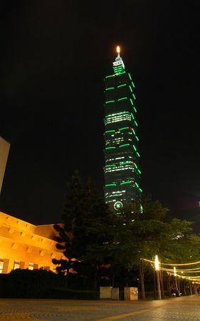 Taipei 101 at night Standard-Bild