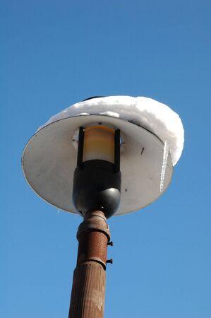 lamp post: Lampione con neve