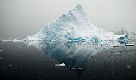 Antarctic iceberg - triangular Standard-Bild