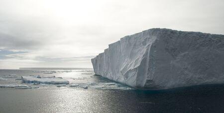 tabellare: Angolo di tabellare iceberg in Antartide Archivio Fotografico