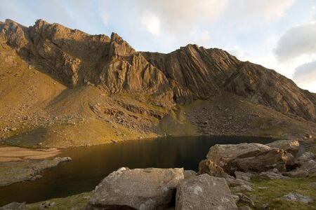 The buttresses of the mountain crags Clogwyn Dur Arddu in the evening light, Snowdonia National park, Wales, UK. Stock Photo
