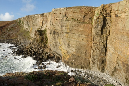 geologists: The large shale cliffs of Craig Dorys on Cilan Head near Abersoch, Lleyn Peninsular, North Wales, UK. A popular venue for rock climbers, geologists and tourists walking the North Wales coast path.