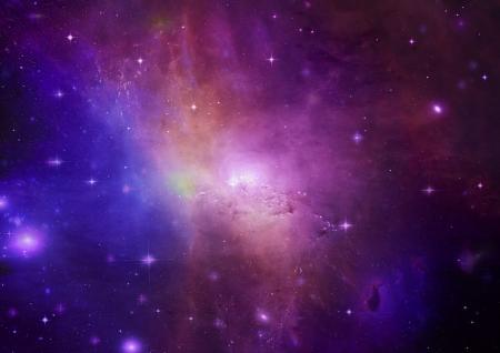 Loin d'�tre brill� n�buleuse et champ d'�toiles contre l'espace