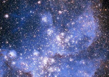우주 공간의 무한한 스타 필드의 작은 부분