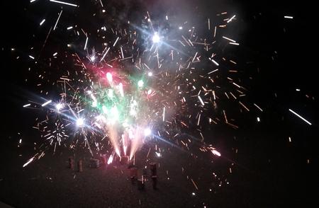 Una fotografia di un esibito di fuoco d'artificio il 4 luglio. Archivio Fotografico - 78130832