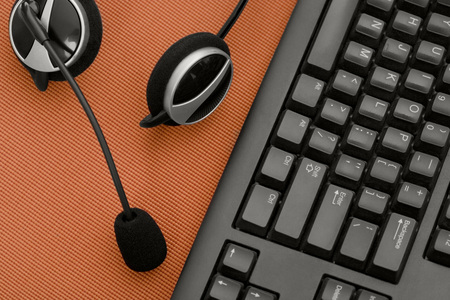 Keyboard and earphones with mic