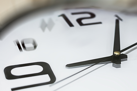 llegar tarde: Clock showing 5 past 9, could be late for workingor meeting concept