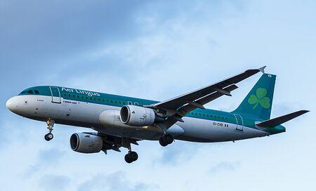 Aer Lingus Pasażer Jet. Airbus A320, podejście do lądowania na lotnisko Publikacyjne