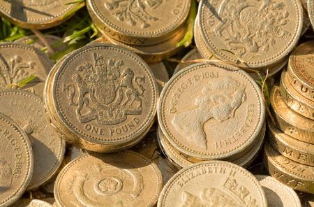 quid: Original design 1983 English pound coins heads and tails