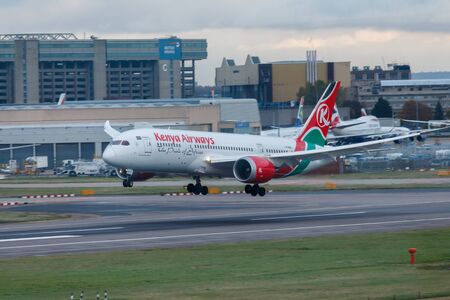 London, England - Circa 2019 : Kenya Airways Boeing 787 Dreamliner Aircraft 5Y-KZH Landing at London Heathrow Airport Редакционное