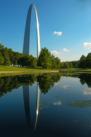 The Gateway Arch and reflection in pool