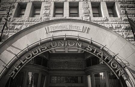 arcos de piedra: Fachada de St Louis Union Station Terminal Hotel