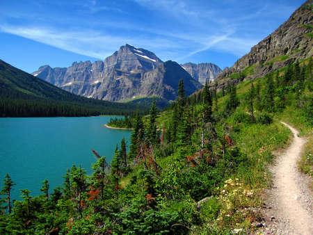 完璧な夏のハイキング、グリンネル氷河トレイル、湖ジョセフィン、モンタナ州グレイシャー国立公園