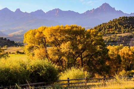 ouray: Oray colorado usa in fall mountains hiking yellow color change