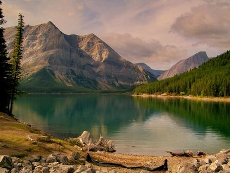 至福の山の湖で