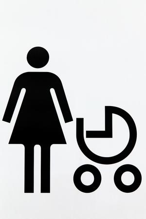 niño empujando: Mamá con el bebé en cochecito signo