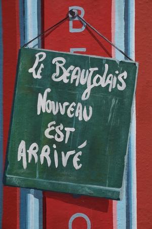 Nieuwe Beaujolais is uit Stockfoto - 44336109