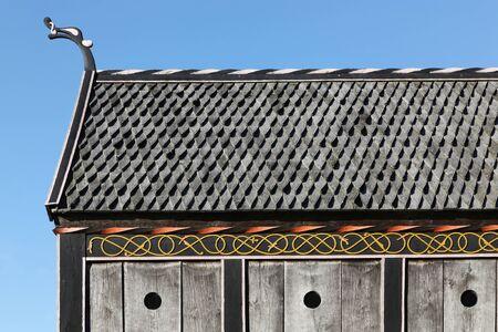 vikingo: Techo y detalles de una iglesia vikinga en Moesgaard, Dinamarca
