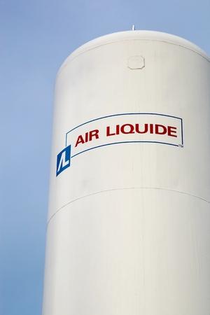 amoníaco: Aarhus, Dinamarca - 18 de noviembre 2015: Air Liquide es una empresa multinacional francés que suministra gases y servicios a diversos sectores industriales, incluyendo médicos, químicos y fabricantes de electrónica