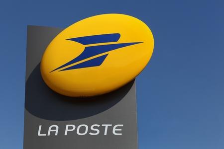 Macon, Francia - 21 settembre 2015: La Poste è una società di servizi postali in Francia, che operano in Francia metropolitana e nei cinque dipartimenti francesi d'oltremare
