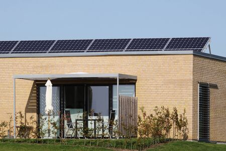 House with solar panels on the roof Banque d'images
