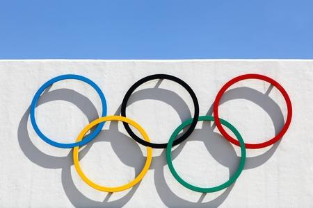 deportes olimpicos: Kiel, Alemania - 4 junio 2016: Anillos ol�mpicos en Kiel Schilksee Centro Ol�mpico. En Juegos Ol�mpicos de 1972 celebrados en Munich y Kiel recibi� las competiciones ol�mpicas de vela
